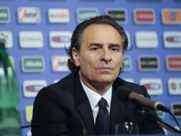 Prandelli takes chance to test water