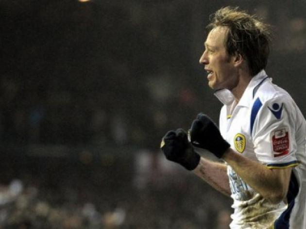 Leeds tame Wolves