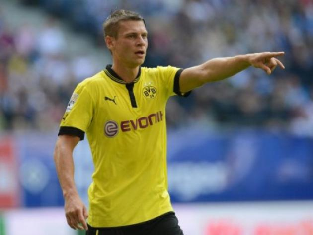 Dortmund wait on defender Piszczek for opener
