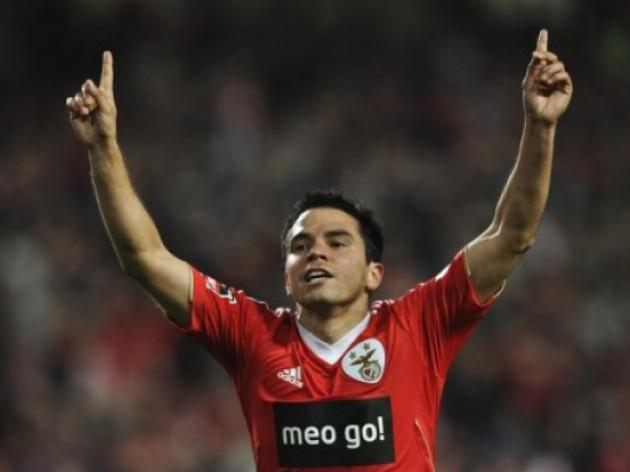Saviola the saviour as Olympiakos reach last 16
