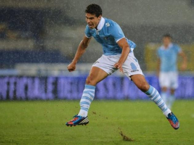 Hernanes double helps Lazio go top
