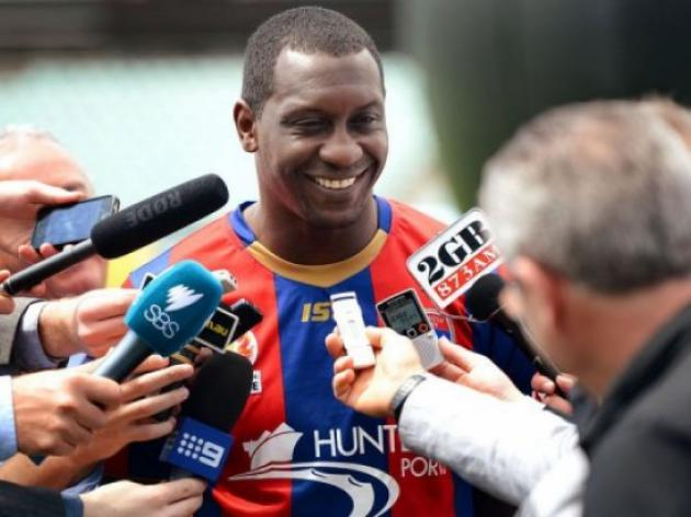 Englands Heskey fires blanks in A-League debut