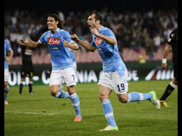Title-chasing Napoli take aim at unbeaten Juve