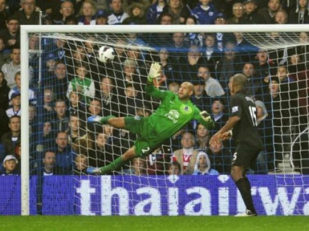 Everton draw at QPR despite Pienaar dismissal