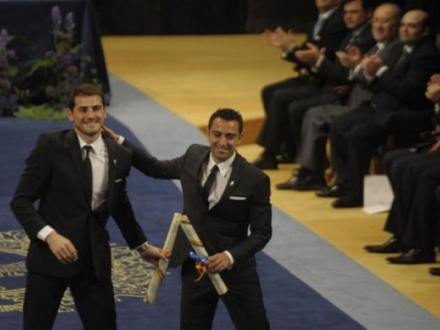 Spains Xavi, Casillas, get princes prize