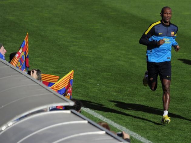 Eric Abidal files paperwork for Barcelona comeback