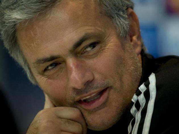 Jose Mourinho helps out Cape Verde coach