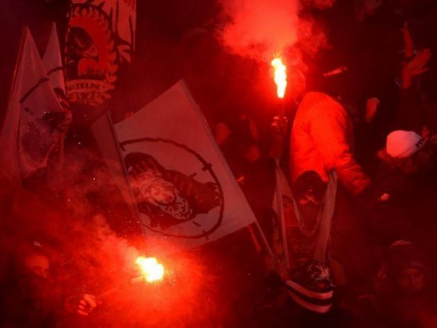 Fans flares re-ignite Bundesliga safety fears