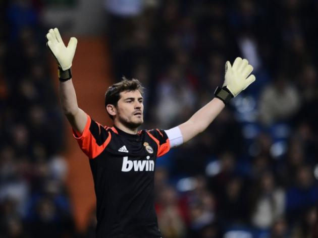 Casillas sidelined with thumb fracture