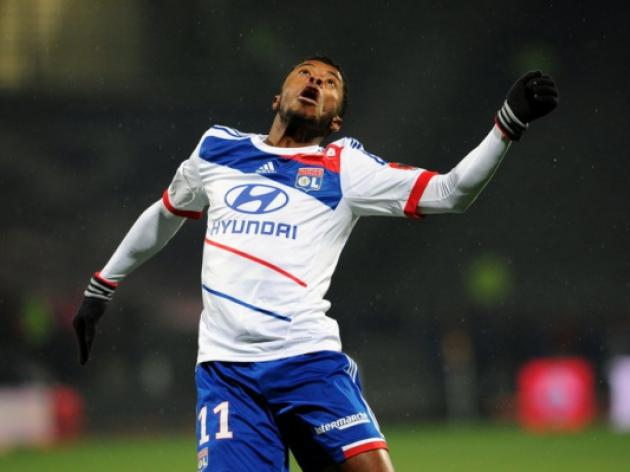 Schalke bring in Michel Bastos on loan from Lyon