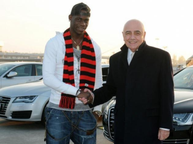 Balotelli signs for AC Milan until 2017