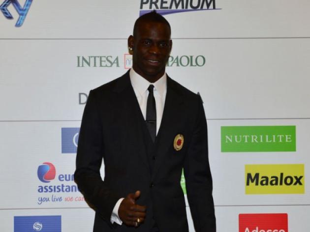 Balotelli settles scores on Milan unveiling