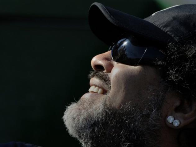 Maradona returns to Italy despite tax storm