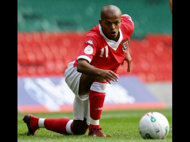 Welsh striker Earnshaw joins Toronto of MLS
