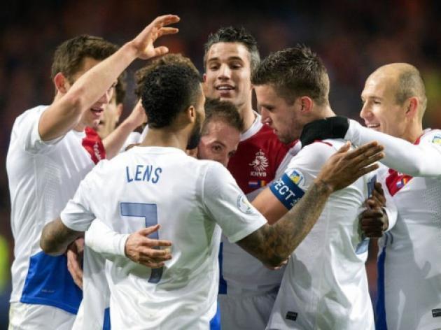 Netherlands close in on Brazil spot