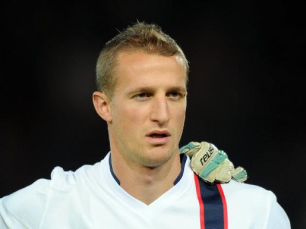 Fulham skipper Hangeland signs new deal