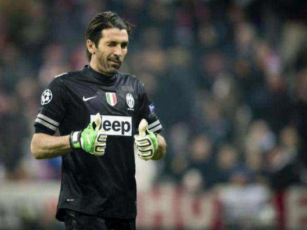 Buffon hits back at Beckenbauers pensioner slur