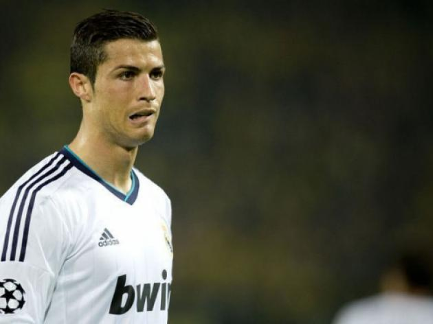 Ronaldo rebuffs United transfer rumours