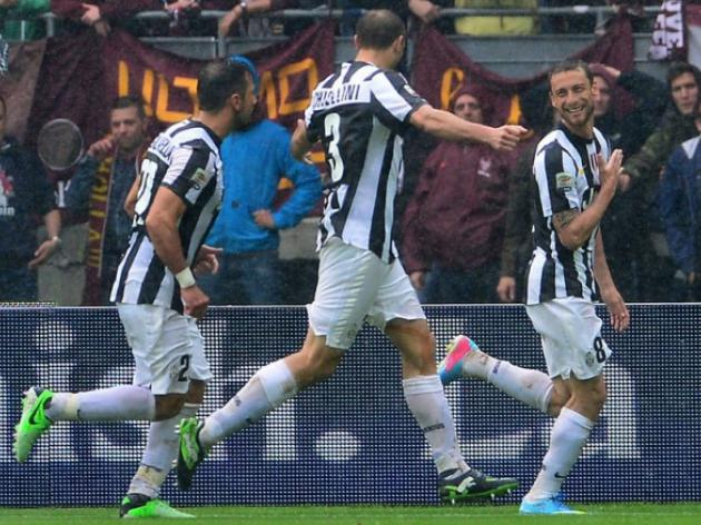 Juve on title track as Roma and Viola win