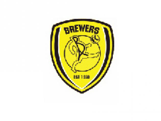 Brewers boss signs midfield trio