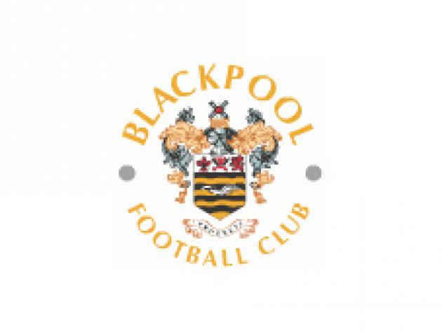 Blackpool announce Harewood capture