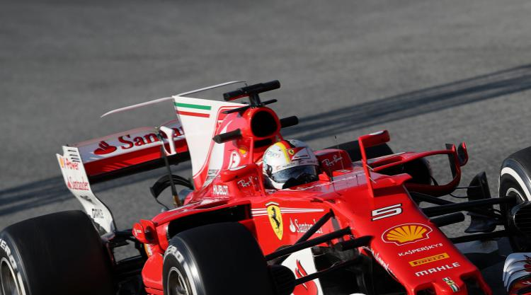 Sebastian Vettel edges out Lewis Hamilton to win in Australia