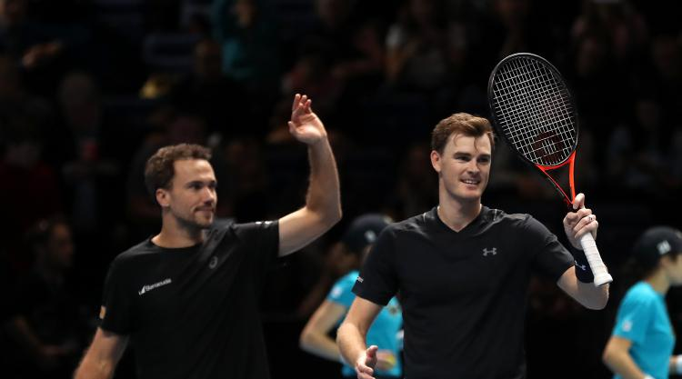 Jamie Murray and Bruno Soares reach last four in London
