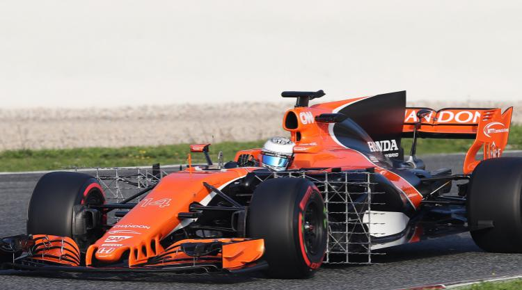 McLaren suffer engine issue on opening day of testing