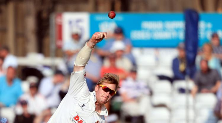 Career-best figures for Simon Harmer as Essex beat Warwickshire
