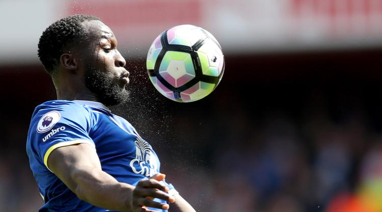 Chelsea make Lukaku top transfer priority, United open to offers for Smalling