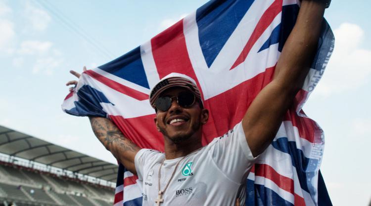 Lewis Hamilton keen to finish F1 season with a bang