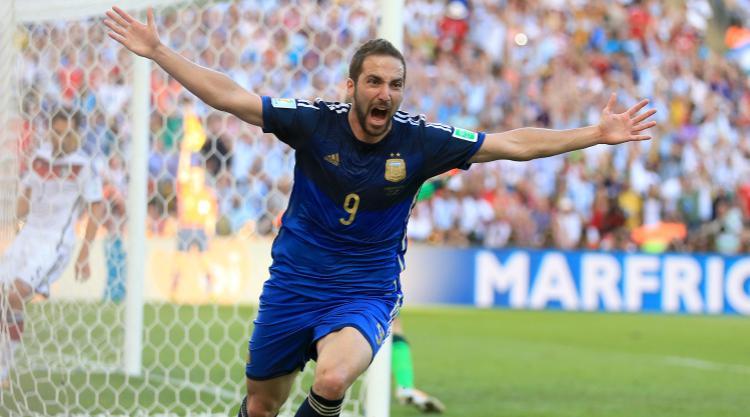 Striker Gonzalo Higuain completes Juventus switch