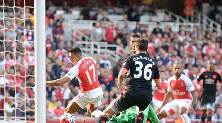 Alexis Sanchez nets brilliant brace as Arsenal crush Manchester United