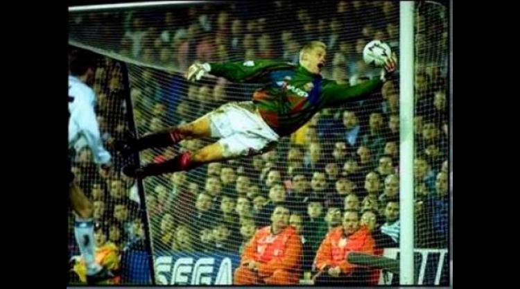 aab41b71207 Top 10 Goalkeepers Of The Premier League  1 - Peter Schmeichel