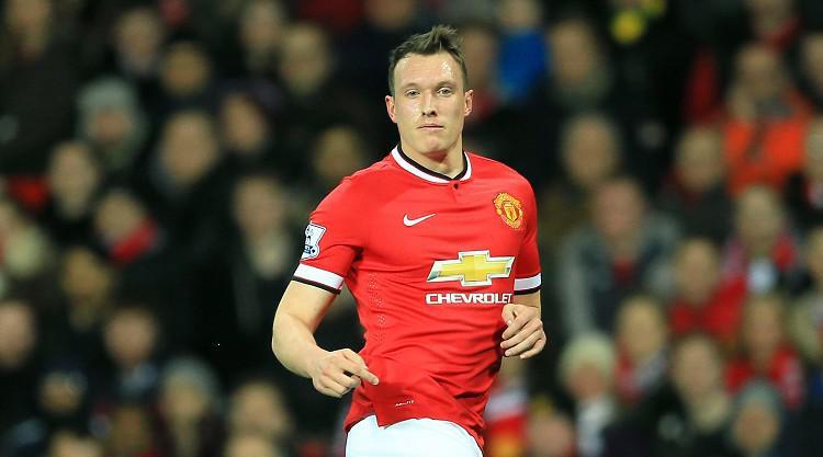 Jones pens new United deal
