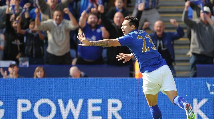 Ulloa helps Leicester off foot
