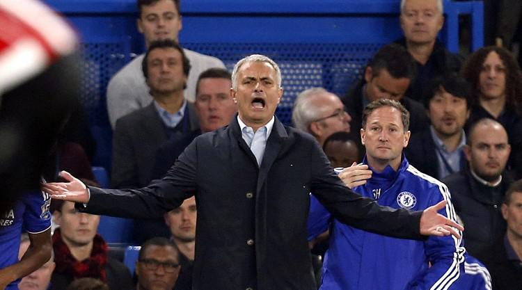 Johan Cruyff: Jose Mourinho is setting a bad example to young people
